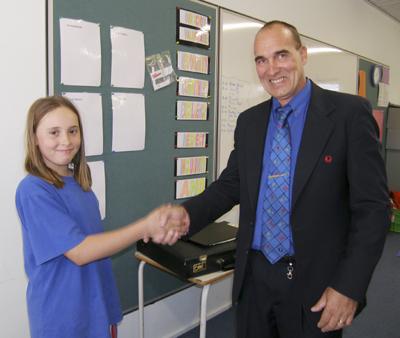 Mayor Steve Baines visiting Coober Pedy Area School