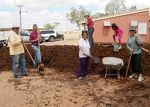 Parents and friends of the school spreading mulch at the school entrance