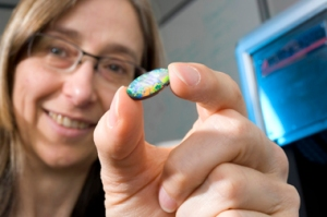 CSIRO's Leanne Bischof helped design the Gemmological Digital Analyser (GDA) and the mathematical algorithms behind the opal image analysis software
