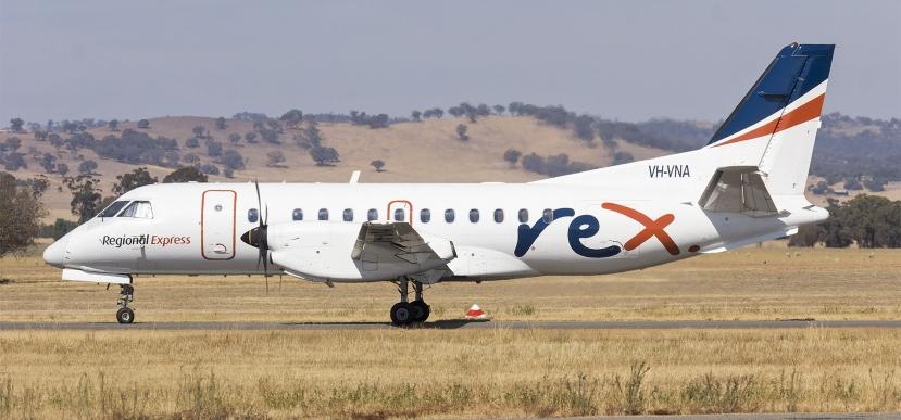 Regional_Express_Airlines_(VH-VNA)_Saab_340B_at_Wagga_Wagga_Airport