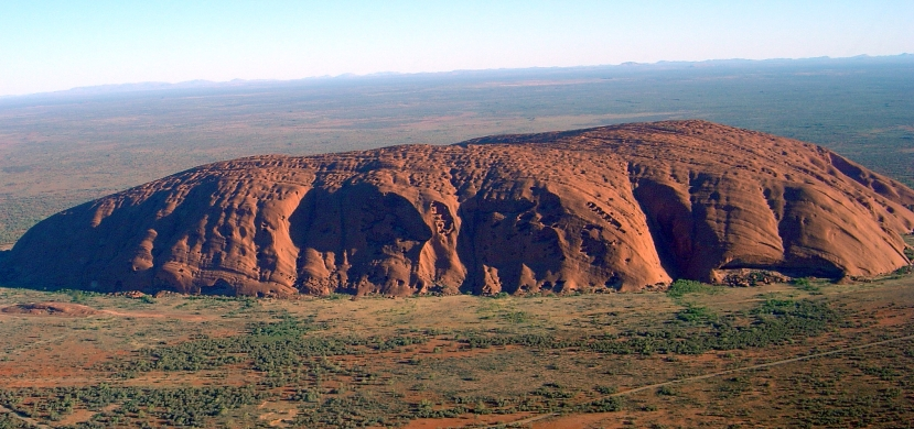 Uluru_(Helicopter_view)-crop